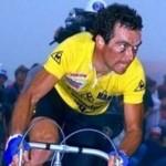 Bernard Hinault in het geel in 1981, op weg naar één van zijn tourzeges.
